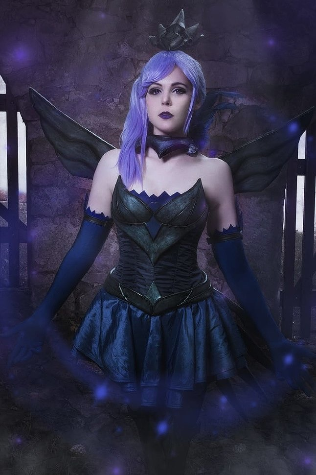 Russian Cosplay: Dark Lux (League of Legends)
