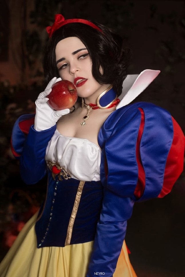 Russian Cosplay: Snowhite (Disney)