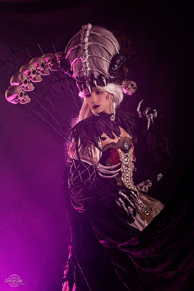 Russian Cosplay: Necromancer (Sakizou Artwork)