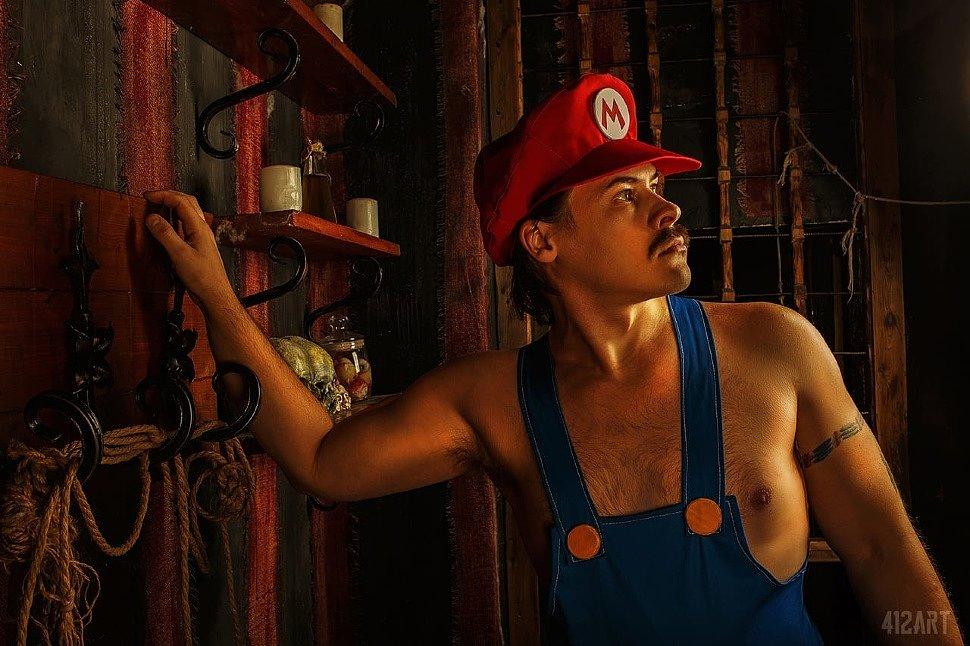 Russian Cosplay: Mario, Peach & Bowsette (Mario)