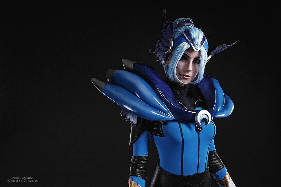 Russian Cosplay: Luna (Dota 2)