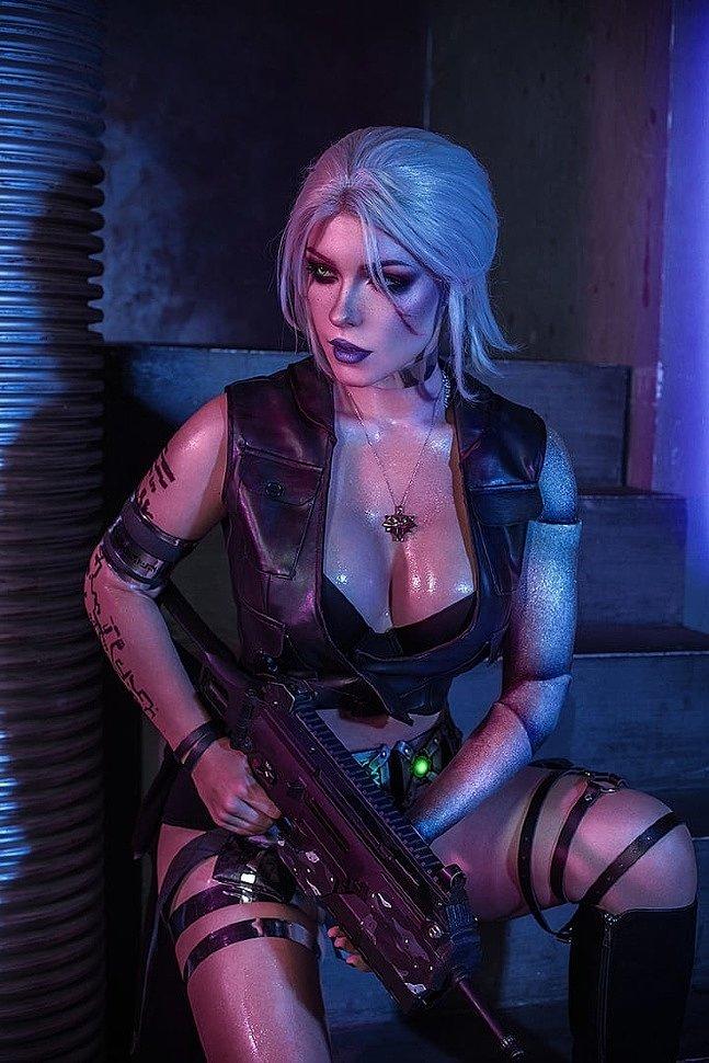 Russian Cosplay: Ciri (Witcher 3 + Cyberpunk 2077)