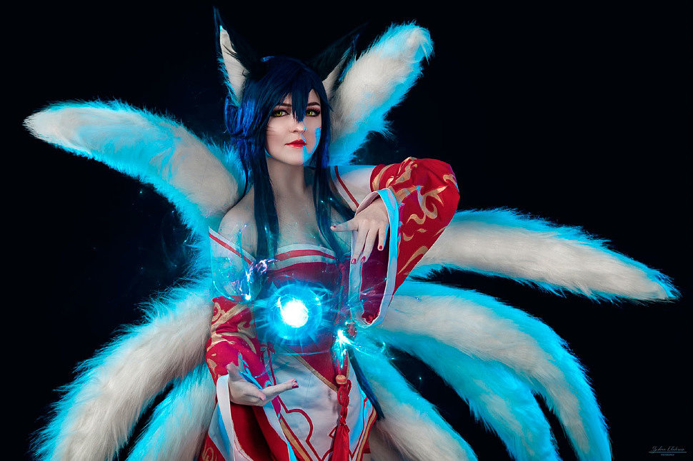 Russian Cosplay: Ahri (League of Legends)