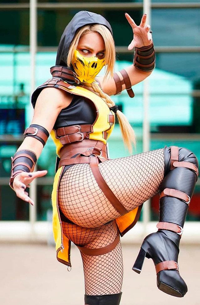 Cosplay: Scorpion (Mortal Kombat) by rociocosplayer
