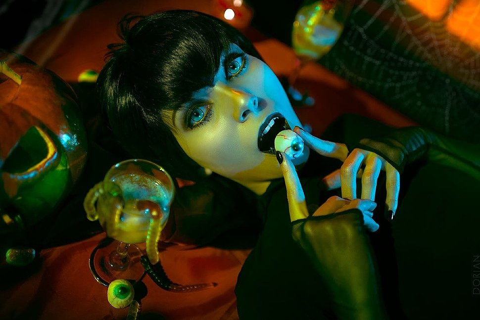 Russian Cosplay: Mavis Dracula (Hotel Transylvania)