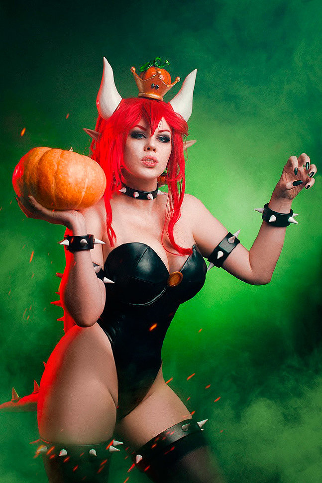 Russian Cosplay: Bowsette (Mario)