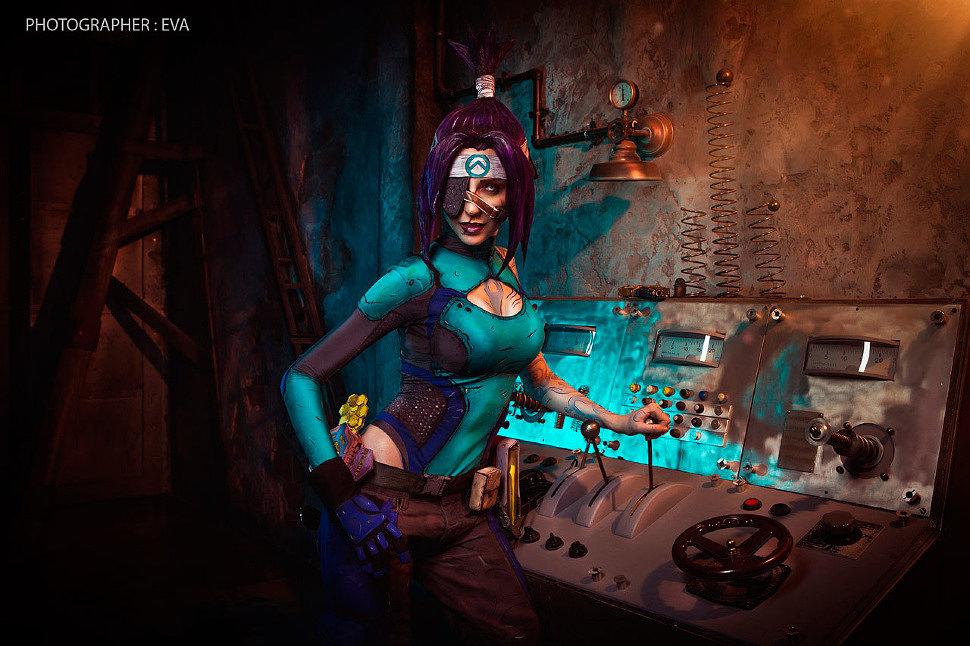 Russian Cosplay: Maya (Borderlands)