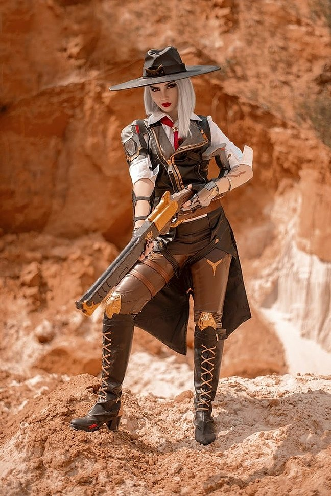 Russian Cosplay: Ashe (Overwatch) by AlyaskaRussian Cosplay: Ashe (Overwatch) by Alyaska