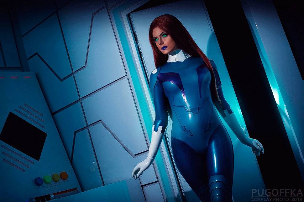Russian Cosplay: Starfire (DC Comics)