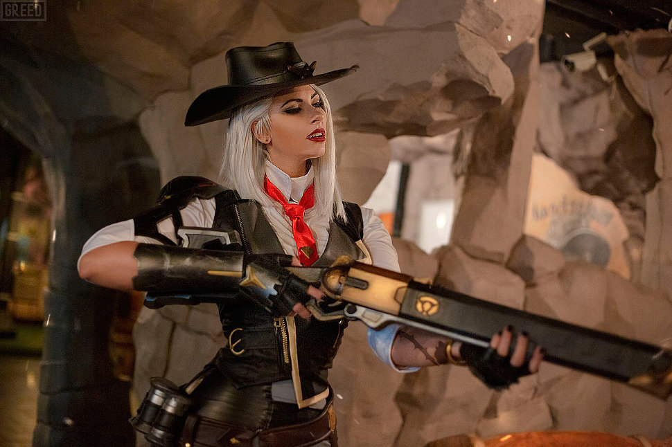Russian Cosplay: Ashe (Overwatch) by Blue Wolf