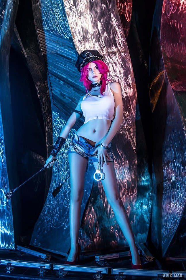 Russian Cosplay: Poison (Street Fighter) by Devilanko