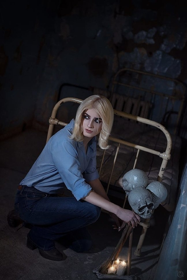 Russian Cosplay: Nurse & Laurie Strode (Dead By Daylight) by Freakessa & Beata Vargas