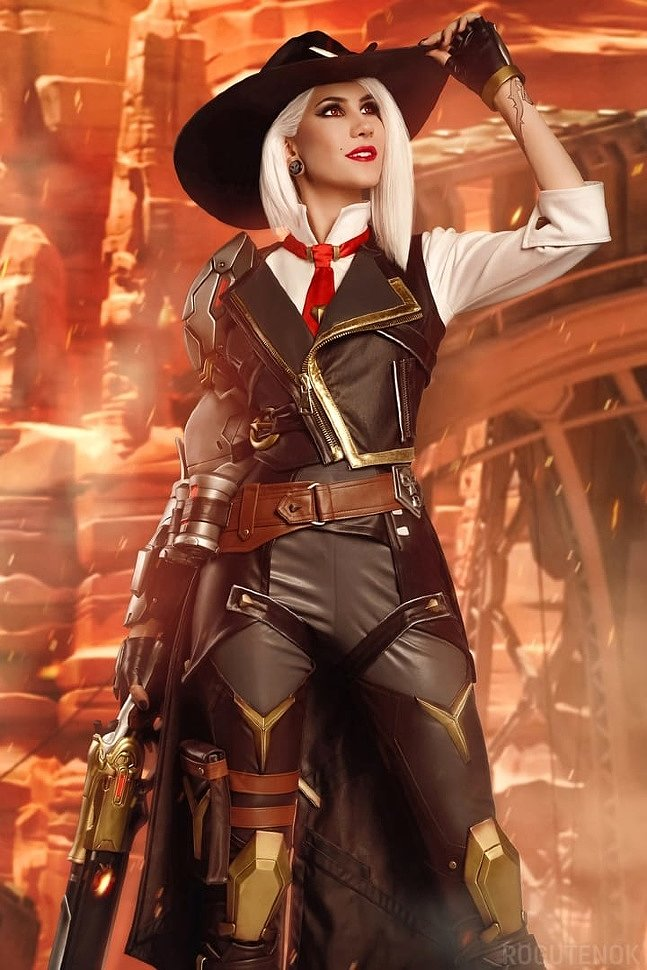 Russian Cosplay: Ashe (Overwatch) by Frau Haku