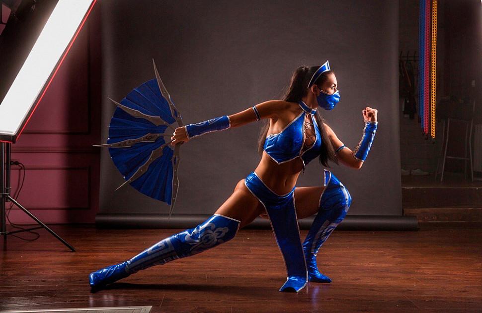 [Cosplay] Kitana (Mortal Kombat) by Anna Shakh