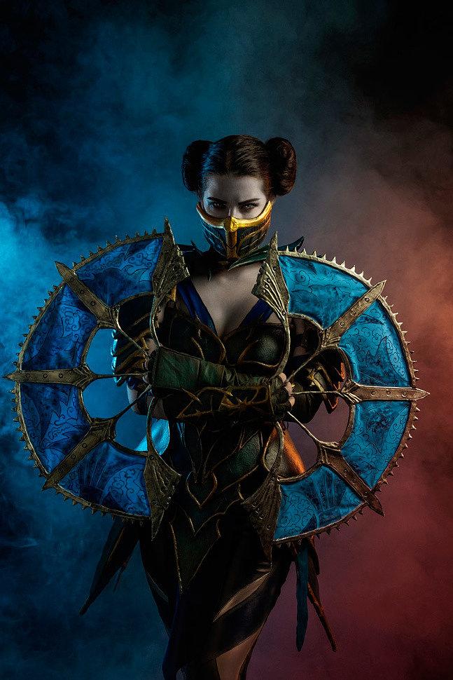 Russian Cosplay: Kitana (Mortal Kombat) by Anastasya Zelenova