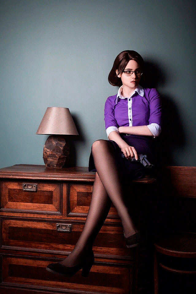 Russian Cosplay: Miss Pauling (Team Fortress 2)
