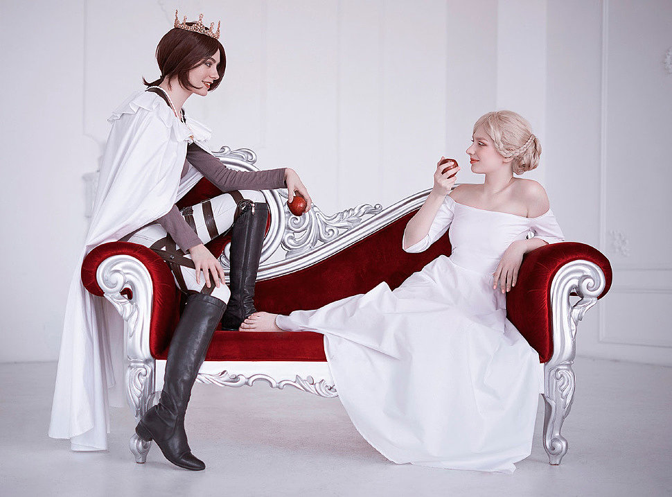 Russian Cosplay: Ymir, Historia Reiss (Shingeki no Kyojin)