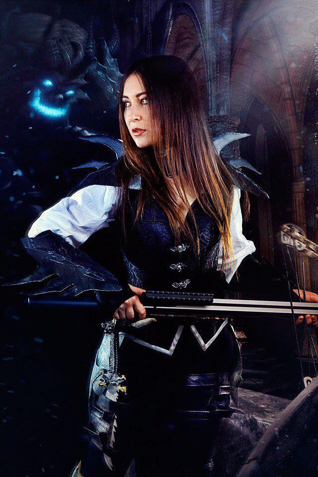 Russian Cosplay: The Demon Hunter (Diablo 3)