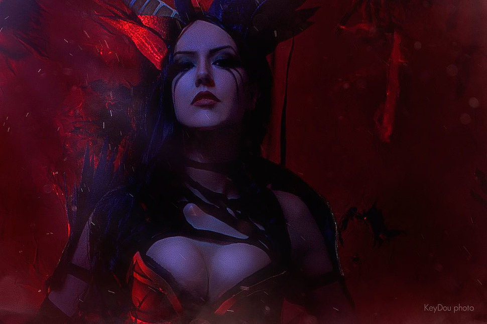 Russian Cosplay: Queen of Pain (Dota 2)