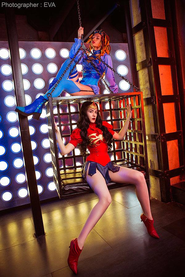 Russian Cosplay: Starfire & Wonder Woman (DC)