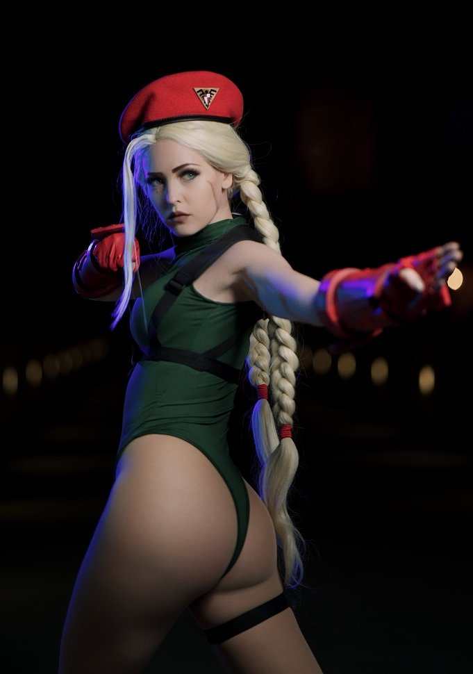 Cosplay: Cammy White (Street Fighter) by maidofmight