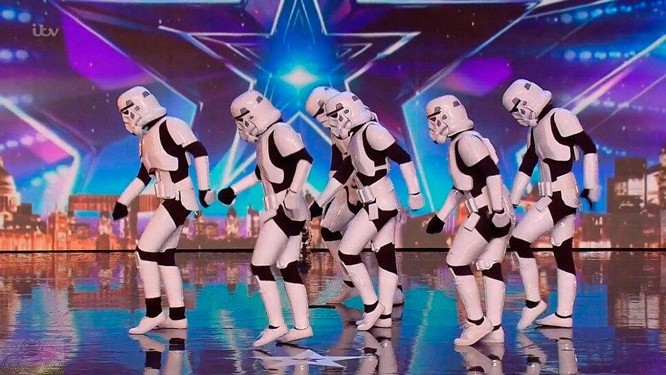 [Fun Video] Boogie Storm Star Wars Cosplay Dance