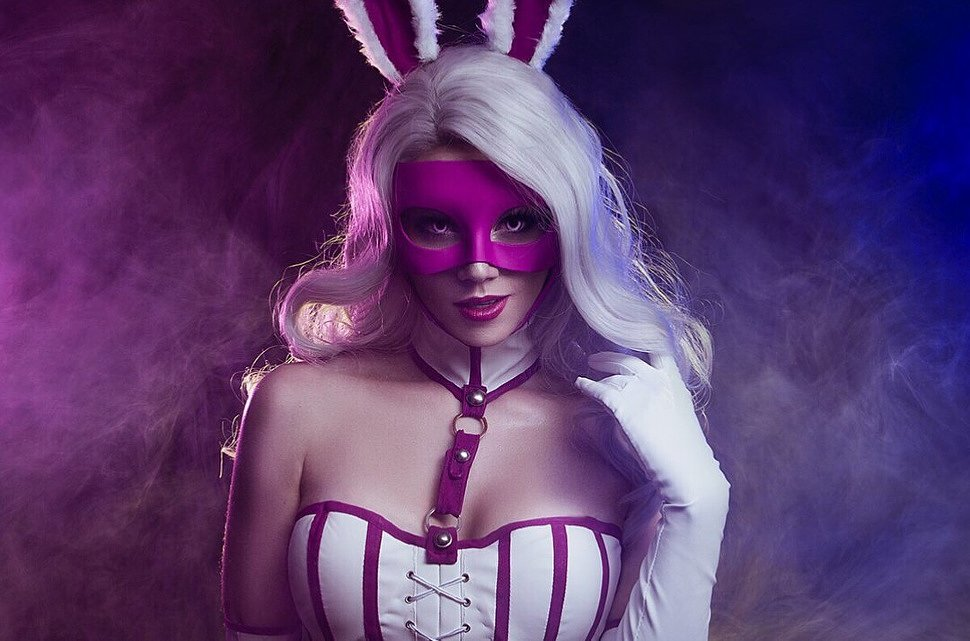 Russian Cosplay: White Rabbit (DC Comics) by kamiko_zero
