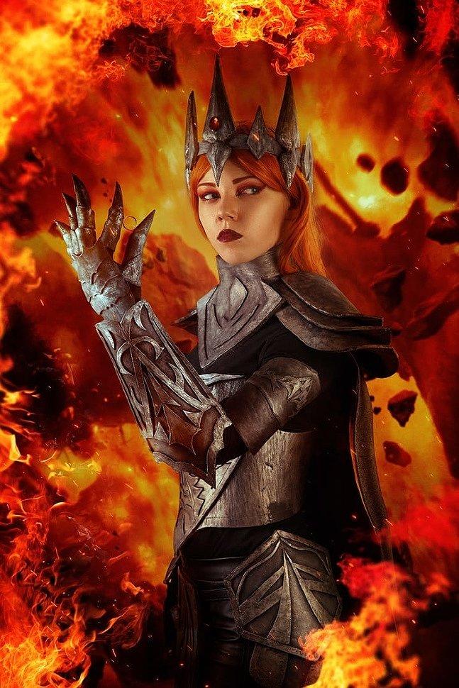 Russian Cosplay: Sauron Female (Silmarillion)