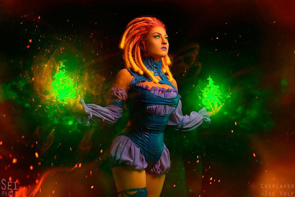 Russian Cosplay: Dark Night Metal Starfire (DC Comics) by Zoe Volf
