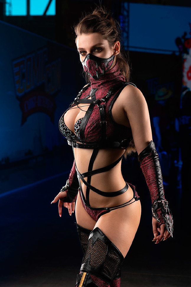 Russian Cosplay: Mileena (Mortal Kombat) by tanyakorr