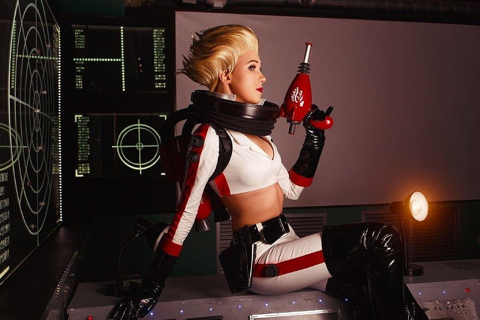 Russian Cosplay: Nuka-Girl (Fallout 4)