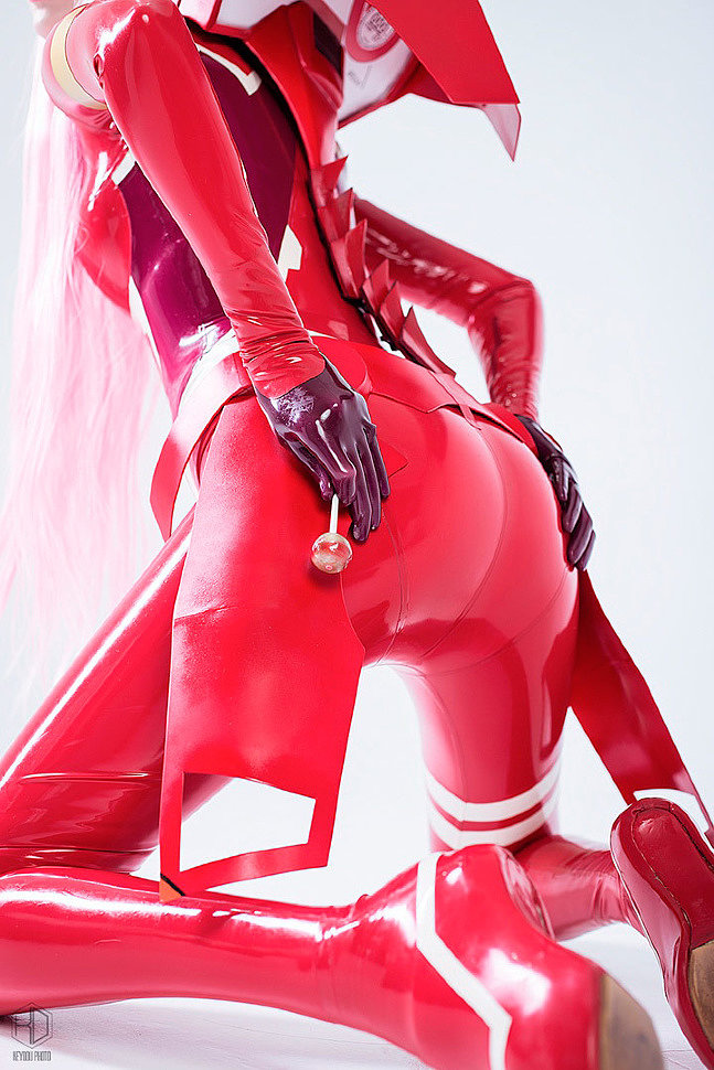 Russian Cosplay: Zero Two (Darling in the Franxx) by nek