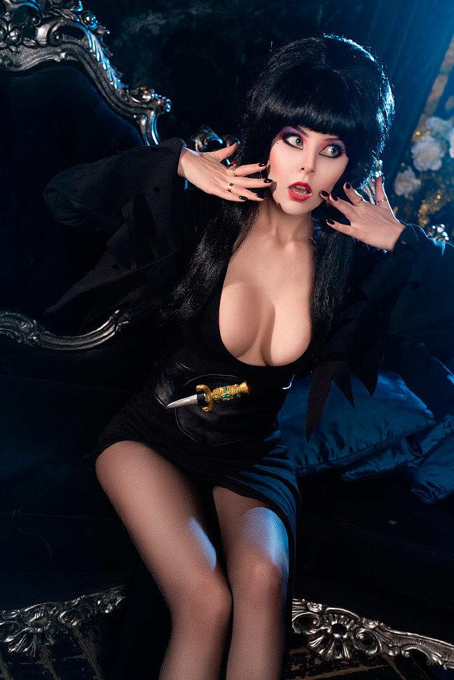 Russian Cosplay: Elvira (Elvira: Mistress of the Dark) by Helly von Valentine