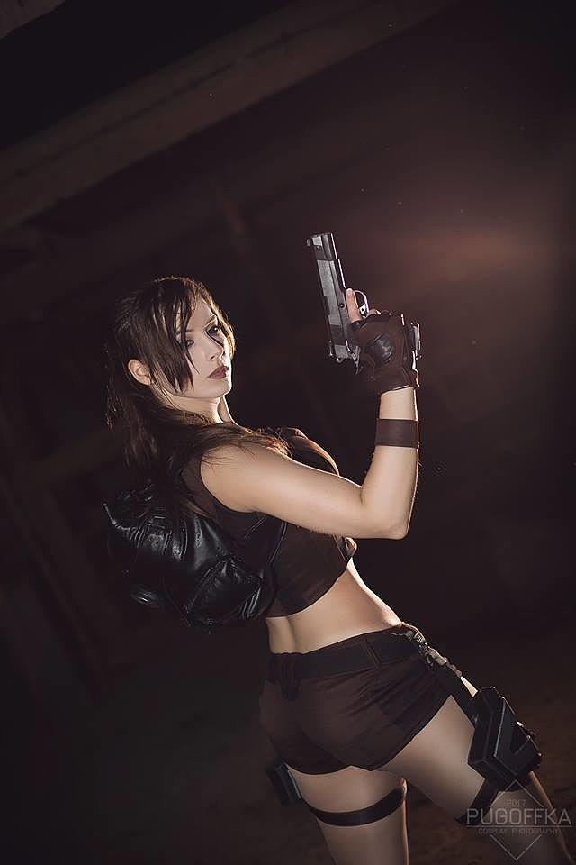 Cosplay: Lara Croft (Tomb Raider) by Enji Night