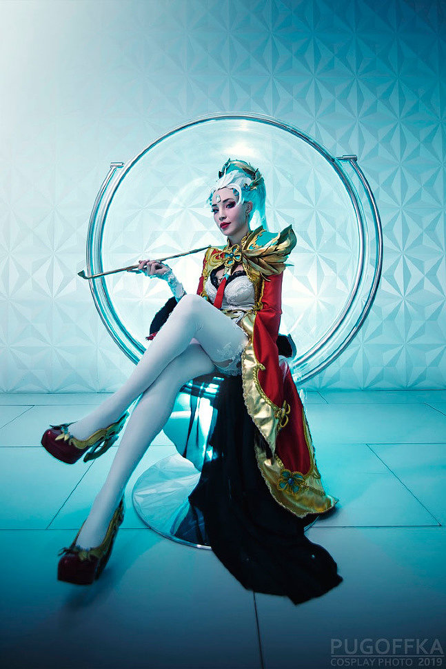 Russian Cosplay: Diana (League of Legends)