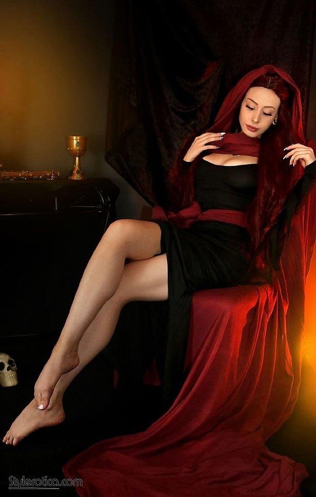 Cosplay: Melisandre (Game of Thrones) by Elise Laurenne (18+)