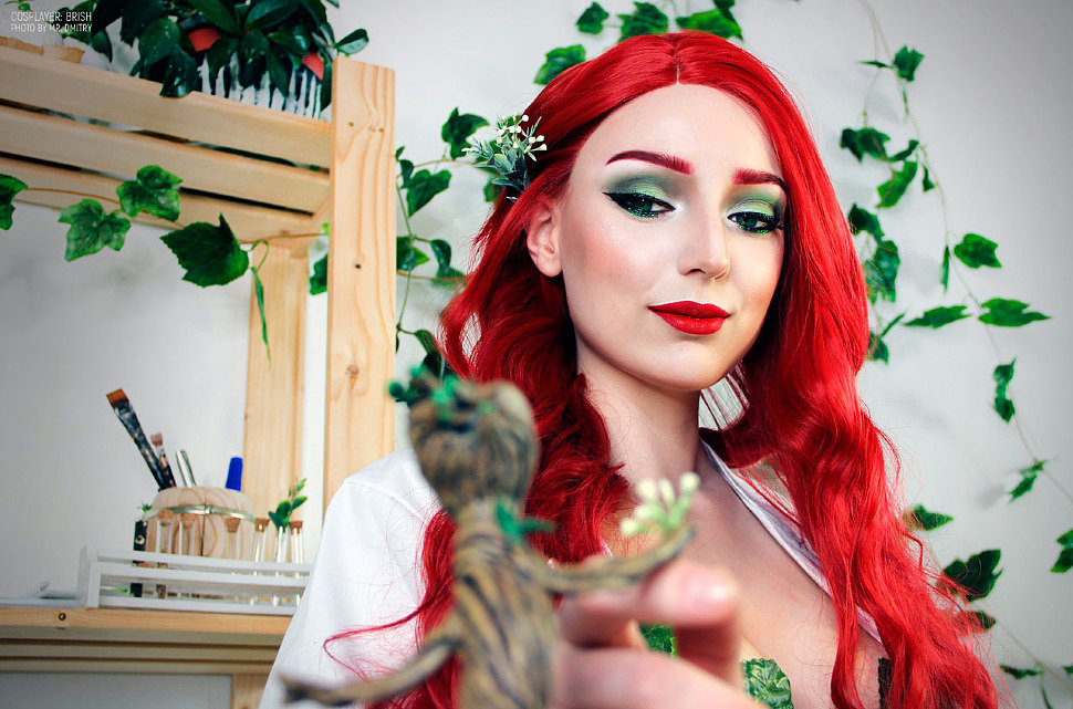 Russian Cosplay: Poison Ivy (DC Comics and Groot)