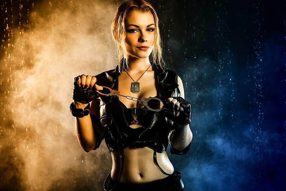 Russian Cosplay: Sonya Blade (Mortal Kombat) by Irina Meier